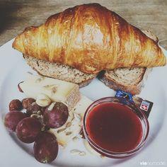 Zurich, Parfait, Vegan Vegetarian, Vegetarian Recipes, Guide, Moscow Mule Mugs, Tea Time, Cheese, Hygge