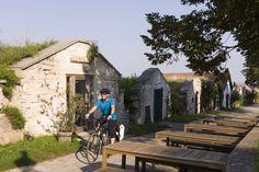 Mit dem Rad quer durchs Burgenland (Daniel Simon) Austria, Cabin, Sport, House Styles, Home Decor, Bike Rides, Slovenia, Hungary, Deporte