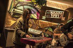 Música #art #music #musician #piano #pianist #donbolo #quito #ecuador #concert #performance #bar #laroots #girl #nord #moog #livemusic #photooftheday #nikon #35mm #35mmphotography