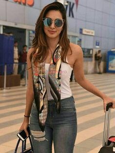 Smile Celebrity: All Beautiful of Bollywood Bollywood Outfits, Bollywood Actress Hot Photos, Actress Pics, Bollywood Girls, Beautiful Bollywood Actress, Bollywood Stars, Beautiful Indian Actress, Bollywood Fashion, Beautiful Actresses