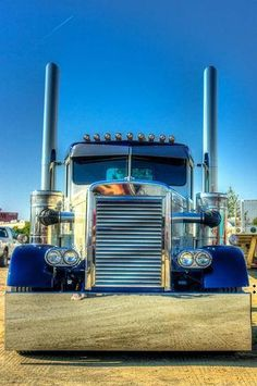 A gorgeous Needle Nose Peterbilt. Great Old School Look!