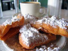 Beignets & Café au Lait @ Café du Monde #NewOrleans