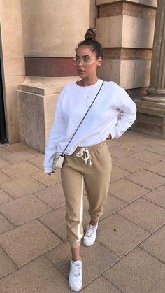 Winter Fashion Outfits, Look Fashion, Ski Fashion, Fashion Women, Sporty Fashion, Sporty Outfits, Cute Casual Outfits, Jogging Outfit Women, Looks Adidas