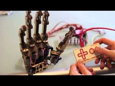 ▶ MaKey MaKey + Roy the Robot's Hand - YouTube