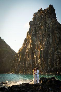 Casamento na praia - destination wedding em Fernando de Noronha ( Foto: Julia e Camila )