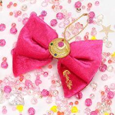 Sailor Moon 20th Anniversary Plush Bow (Sekiguchi Sailor Moon Ribbon Mascot) https://www.amazon.com/dp/B00L9S9PKI/ref=cm_sw_r_pi_dp_x_jbS8xbKWWJMB3