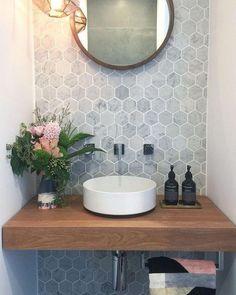 inspiration for hexagon tiles in the bathroom - Eigen Huis en Tuin - Wood in the bathroom always looks nice Wood in the bathroom always looks nice # - Bad Inspiration, Bathroom Inspiration, Lavabo Exterior, Beautiful Small Bathrooms, Luxurious Bathrooms, Hexagon Tiles, Bathroom Wallpaper, Bathroom Renos, Ikea Bathroom