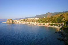 """Scilla – Spiaggia di Marina Grande o """"delle sirene"""" http://www.imperatoreblog.it/2013/07/23/le-spiagge-piu-belle-della-calabria-2/ #scilla #calabria #marinagrande #spiaggiadellesirene"""