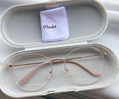 Glasses Frames Trendy, Cool Glasses, New Glasses, Glasses Trends, Lunette Style, Fashion Eye Glasses, Optical Glasses, Blind, Sunglasses Case