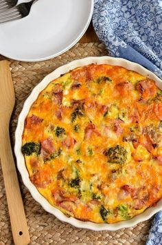 Syn Free Ham and Broccoli Quiche Slimming Eats – Slimming World Recipes Syn Free Schinken und Brokkoli Quiche Slimming World Quiche, Slimming World Dinners, Slimming World Recipes Syn Free, Slimming World Diet, Slimming Eats, Ham And Broccoli Quiche, Quiche Au Brocoli, Ham Quiche, Broccoli Recipes