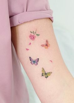 Outstanding tiny tattoos for girls are readily available on our site. Tiny Tattoos For Girls, Cute Tiny Tattoos, Pretty Tattoos, Mini Tattoos, Body Art Tattoos, Tattoos For Women, Small Tattoos, Soft Tattoo, Subtle Tattoos