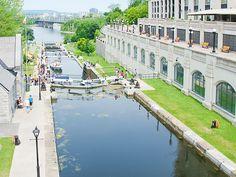 Ecluses du Canal Rideau - Ottawa, Ontario, Canada #blog #life #lifestyle #voyage #travel #trip #citytrip #expat #expatlife #CanalRideau #RideauCanal #écluses #RivièreDesOutaouais #OttawaRiver #BoulevardDeLaConfédération #ConfederationBoulevard #Ottawa #Ontario #Canada http://mamzelleboom.com/2015/07/29/visiter-ottawa-ontario-gatineau-quebec-capitale-du-canada-en-un-week-end-de-2-jours/