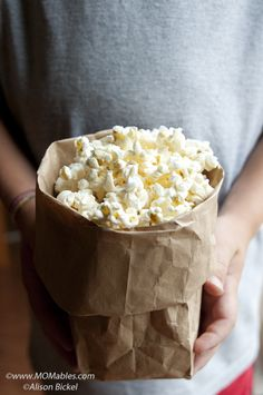 Don't ever buy microwave popcorn! This is so much better and healthier! cup of popcorn. Fold top of bag over twice, tape closed. Put it in the microwave for about two minutes. Melt butter, add salt or other seasonings. Homemade Microwave Popcorn, Microwave Recipes, Popcorn Recipes, Snack Recipes, Cooking Recipes, Good Food, Yummy Food, Tasty, Healthy Snacks