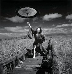 Photography by Eikoh Hosoe 細江 英公 - Kazuo Ohno 大野 一雄 (Ōno Kazuo, October 27, 1906 – June 1, 2010), 1994from the series The butterfly dream 1960-2005© Eikoh Hosoe/Courtesy Studio Equis  Photography by Eikoh Hosoe 細江 英公 - Kazuo Ohno 大野 一雄 (Ōno Kazuo, October 27, 1906 – June 1, 2010), 1994from the series The butterfly dream 1960-2005© Eikoh Hosoe/Courtesy Studio Equis  (黒ネコ)