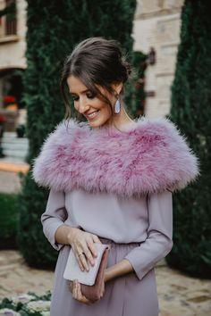Look invitada boda noche invierno vestido largo lavanda invitada perfecta  Vestidos Para Boda Invitada 14c649a0e15