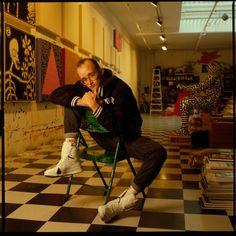 Pop culture artist Keith Haring was a gay man whose simplistic images were influenced by New York City graffiti artists. Jean Michel Basquiat, Jm Basquiat, Bad Painting, Jasper Johns, Josef Albers, Roy Lichtenstein, Jackson Pollock, Street Culture, Pop Culture