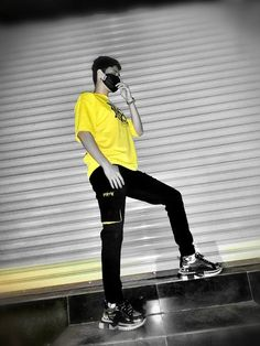 Perhaps yellow is always the preferred color at night Unisex Style, Unisex Fashion, Joggers, Hipster, Sporty, Night, Yellow, T Shirt, Color