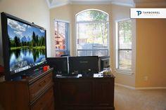 ¿Trabajas desde casa? Entonces este espacio es ideal para ti pero lo puedes aprovechar de muchas maneras. #casa #casas #estudio #ventana #televisión #tv #lcd #tecnología