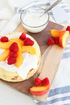 Nutritious Snack Tips For Equally Young Ones And Adults Instant Pot Gluten Free Peach Melba Breakfast Cake Is A Healthy, High-Protein Breakfast The Whole Family Will Love Diabetic Desserts, Healthy Dessert Recipes, Fruit Recipes, Cheesecake Recipes, Delicious Desserts, Party Recipes, Muffin Recipes, Cooker Recipes, Bread Recipes