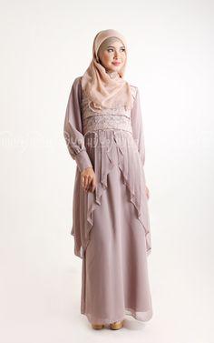 Humming Dress Muslim Dress, Hijab Dress, Abaya Fashion, Fashion Dresses, Estilo Abaya, Modest Outfits, Modest Clothing, Abaya Pattern, Kebaya Lace