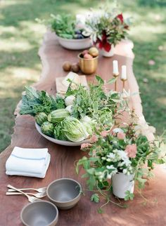 With foraged wildflowers and fresh produce from the local farmer's market, see how La Fleuriste made beautiful vegetable floral…