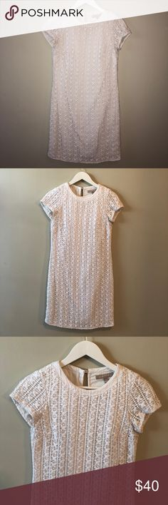 Banana Republic Short Sleeve White Lace Dress Perfect condition. Size 2. Great dress for engagement party, bridal shower, or graduation. Banana Republic Dresses