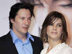 Actor Keanu Reeves and actress Sandra Bullock attend a press conference promoting 'The Lake House' on September 2006 in Tokyo, Japan. The film will open on September 23 in Japan. Keanu Reeves Sandra Bullock, Sandra Bullock Hair, Medium Short Hair, Medium Hair Styles, Short Hair Styles, Keanu Reeves Movies, Larry Wilcox, Keanu Reaves, Maggie Gyllenhaal