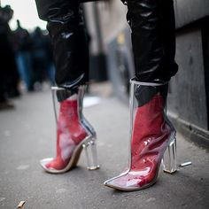 Street style at Paris Fashion Week fall 2017 (as a mom, it's like grown up wellie wishers! Heeled Boots, Shoe Boots, Socks Outfit, Clear Shoes, Pinterest Fashion, Mode Inspiration, Mode Style, Editorial Fashion, Beauty Editorial
