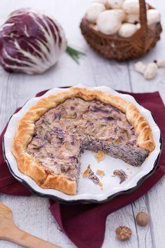 Semplice ma buonissima: è la nostra torta salata con #radicchio e #funghi. Da provare! #Giallozafferano #recipe #ricetta #quiche
