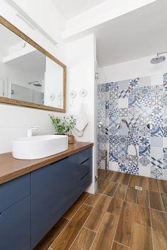 Rosh haayin, blue&white home-Michal Grinberg Fuchs Small Bathroom Interior, Ada Bathroom, Open Bathroom, Bathroom Design Luxury, Bathroom Styling, Tiny House Loft, Small Toilet, Elegant Home Decor, Laundry Room Design