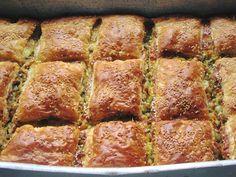 Πανεύκολη και γευστική Κολοκυθόπιτα με σφολιάτα !!! Cookbook Recipes, Kitchen Recipes, Cooking Recipes, Savory Muffins, Savoury Pies, Cheese Pies, Greek Recipes, Pie Dish, Banana Bread