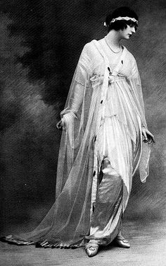 Art Nouveau •~• fashion, 1913... she looks like she belongs in a Maxfield Parrish painting!