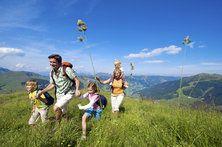 http://www.neuhaus.co.at/tal-der-spiele-saalbach-familienurlaub.de.htm  Das Tal der Spiele erstreckt sich im Pinzgau und ist wie geschaffen für einen Urlaub mit der Familie im Hotel Neuhaus in Saalbach.