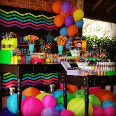 18 Anos Cristiane  Festa Neon Much Glow For You!!! #sitiovoceeeu #fernandafrazao #festaneon #neonparty #festaglow #glowparty #cris18anos (em Sítio Você & Eu)