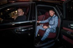 "Conor McGregor poses for photo with Vladimir Putin calls him ""one of the greatest leaders of our time. Mcgregor Suits, Mma Conor Mcgregor, Connor Mcgregor, Ufc Belt, Mackenzie Dern, Tyron Woodley, Jon Jones, Combat Sport, Billionaire Lifestyle"