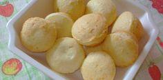 pão de queijo de liquidificador Ingredientes 2 copos americanos de polvilho doce 1 copo de óleo 1 copo de leite 1/2 copo de farinha 1 copo de queijo ralado ou 1/2 copo de queijo em cubos 2 ovos 1/2 colher de sal Modo de Preparo Bata tudo no liquidificador Coloque em forminhas untadas com óleo…
