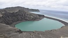 Cette île formée par une éruption volcanique dans l'archipel des Tonga pourrait offrir des pistes pour comprendre le développement potentiel de la vie sur Mars.Une terre du Pacifique aux allures de …