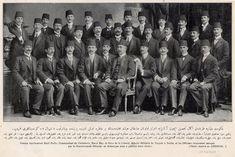 1910 yılında Almanya'da eğitim gören subaylar. Pek meşhur isimler var. Askeri ataşe #EnverPaşa ortada. Arkasında Ali İhsan Sabis oturuyor. Onun arkasında Ali Fuat Cebesoy'un ağabeyi Mehmet Ali. Sağ başta Ayıcı Arif, yanında çatık kaşlı Asım Gündüz, onun yanında Ohrili Kemal.