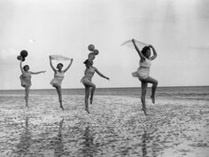 Dancing school pupils practice en plein air at Worthing in East Sussex. (Photo by Fox Photos/Getty Images). May 1933