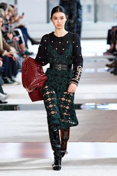 Longchamp Fall 2020 Ready-to-Wear Fashion Show - Vogue Fashion Wear, Couture Fashion, Runway Fashion, High Fashion, Fashion Outfits, Fashion 2020, Longchamp, Fashion Show Collection, Models