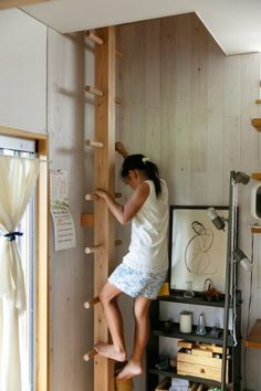 Architect& house- 建築家の自邸温もりあふれる木の家に創意工夫を散りばめ… An architect& own house Saitama& house, there is another way to climb the second floor besides the stairs. A ladder filled with Masaaki& playfulness was set up next to Yuko& work space. Tiny House Stairs, Loft Stairs, Ladder To Loft, Interior Stairs, Home Interior Design, Wine House, Secret Rooms, Attic Rooms, Architect House