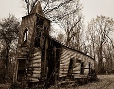 Click on the link, it takes you to photos of 30 abandoned churches in US, Canada, and other places around the world. www.gadling.com/...