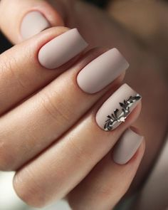 False nails have the advantage of offering a manicure worthy of the most advanced backstage and to hold longer than a simple nail polish. The problem is how to remove them without damaging your nails. Best Acrylic Nails, Acrylic Nail Designs, Perfect Nails, Gorgeous Nails, Trendy Nails, Cute Nails, Nail Manicure, Nail Polish, Manicure Ideas