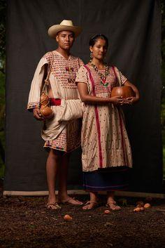Mexican Textiles, Ap Art, Santa Maria, Beautiful Hands, Sari, Culture, Costumes, Couple Photos, People