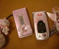 Retro Phone, Gyaru Fashion, Flip Phones, Old Phone, Everything Pink, Teenage Dream, My Vibe, Retro Aesthetic, Sanrio