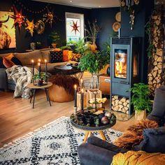 """Linda 🏡. on Instagram: """"🌿Nest siste dagen i dette året, et år vi alltid kommer til å huske!!✨ Håper du får en trygg og fin feiring imorgen, feiring av et nytt år…"""" Dark Living Rooms, Bohemian Decor, Designs To Draw, Tiny House, Beautiful Homes, Table Settings, Inspiration, Instagram, Home Decor"""