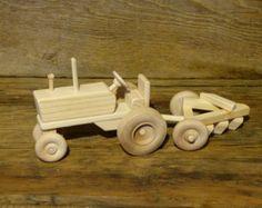 Hecho a mano madera granja Tractor madera por OutOnALimbADK en Etsy