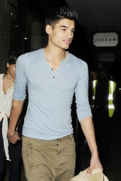 Siva Kaneswaran Henley - Siva Kaneswaran's henley left him looking laid back and effortlessly styled.