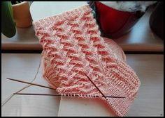 Vogue Knitting, Knitting Socks, Baby Knitting, Beginning Knitting Projects, Baby Boy Booties, Lace Knitting Patterns, Knitted Booties, Lace Socks, Wool Yarn