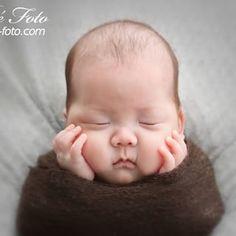 #生後84日目 #bebefoto #bebefoto1 #bebe-foto #newborn #newbornphotographer #newbornbaby #ニューボーン #ニューボーンフォト #ニューボーン撮影 #ニューボーン写真 #新生児 #新生児フォト #プレママ #出産準備 #ベビーフォト #妊婦 #出張撮影 #たまひよ #ママリ #マタニティライフ #マタニティ #女性カメラマン #横浜 #世田谷 #多摩